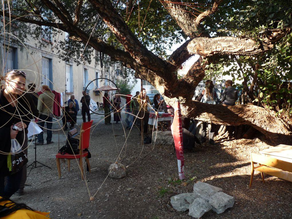 Un des trois jardins partagés de Bagnolet. Dans les Coutures au 182 rue Etienne Marcel place de la Fraternité.A l'ombre d'un magnifique chêne-liège.