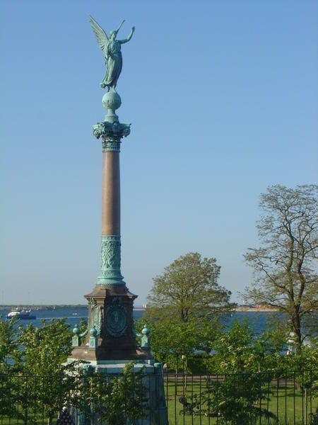 Voici quelques photos de la jolie ville de Copenhague: Stroget son quartier commercial, les jardins de Tivoli, son jardin botanique, le ch&acirc&#x3B;teau de rosenborg , la petite sir&egrave&#x3B;ne etc etc <br /><br />Pour voir une photo en grand , cliquez dessus.<br /><br />Bonne visite :)
