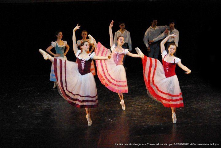 Les classes du 3ème cycle de danse du conservatoire sur scène en tournée pendant les premiers mois de 2010