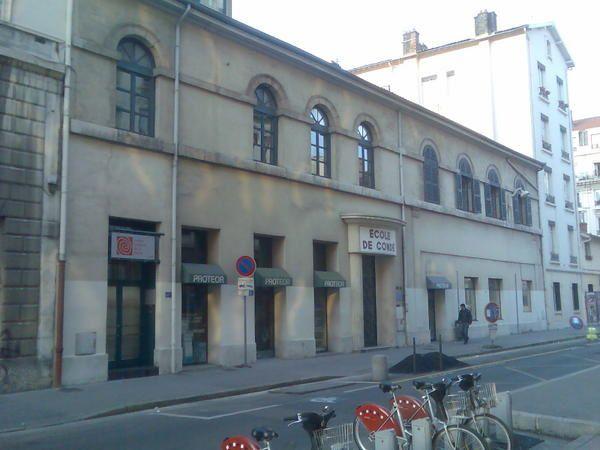 """Le conservatoire est décentralisé dans les arrondissements de Lyon. Dans ces """"sections"""", les cours sont donnés les mercredis et en soirée les jours de semaine, par les mêmes professeurs qu'à Fourvière,."""