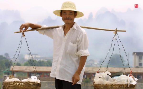 <p>Le Hunan une Chine &agrave&#x3B; l'&eacute&#x3B;tat pur.</p><p>Sur ces photos vous ferez connaissance avec les ethnies Miao, Tujia et Dong.</p><p>Ces images sont la propri&eacute&#x3B;t&eacute&#x3B; exclusive de son auteur.</p><p><strong>Sur les traces de la &quot&#x3B;Petite Tailleuse Chinoise&quot&#x3B;</strong></p>