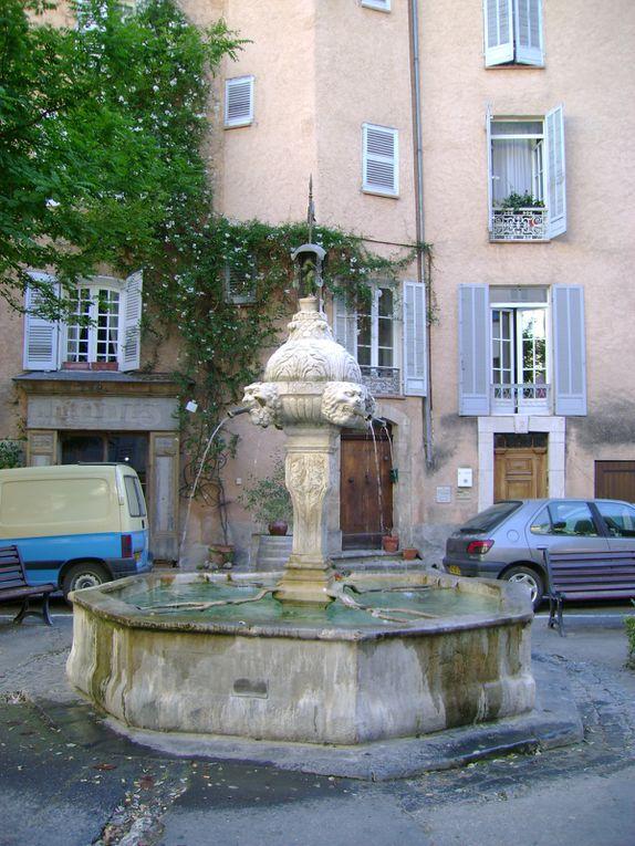 Quelques exemples du petit patrimoine provençal.