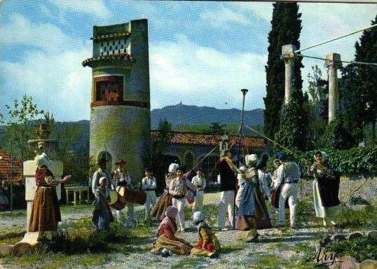 Quelques scènes des provençaux en fête.