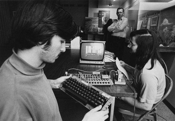 Steve Jobs en 15 images, indissociable de ses créations