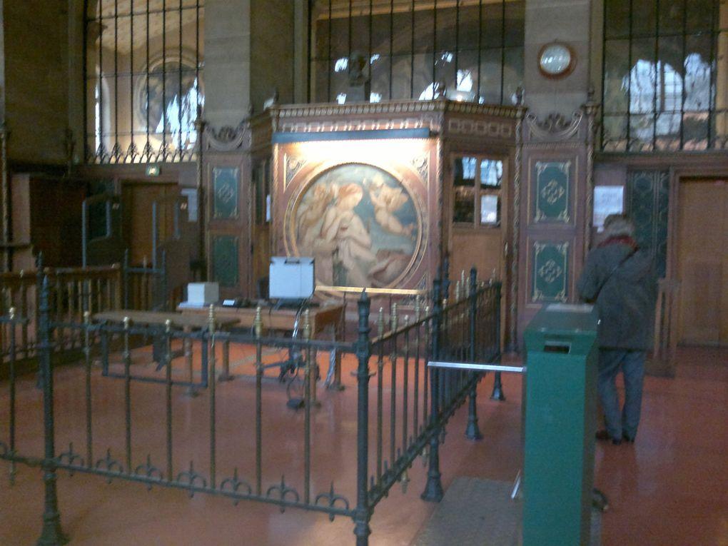 Visite de la bibliothèque Sainte-Geneviève (Paris 5ème) par la SABIX : salle de lecture, réserve, cabinet de curiosités. Nous remercions Mme Pillet et M. Nexon qui nous ont accueillis.