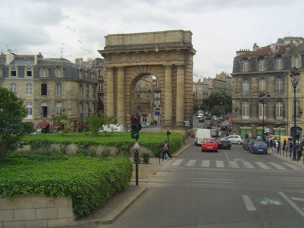 C'est à Bordeaux que l'on retrouve le plaisir de marcher avec le fleuve, vers la mer, dans la brise, au milieu des gens, comme avant à Paris, sur les quais de la Seine