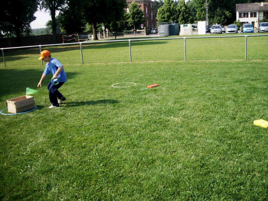 Retrouvez les photos de la fête du sport du 25 juin 2009...Athlétisme, gymnastique, football, basket-ball, balle au camp, tennis, courses, sans oublier le désormais célèbre molky et bien d'autres activités encore !Quelle belle journée !