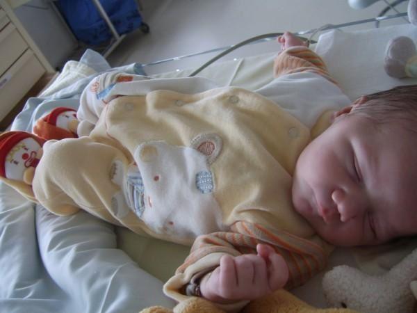 Tout un mois à l'hôpital... C'ets pas cool de dormir au CHU, alors il est vite rentré à l'appart' dans sa merveilleuse chambre !!!