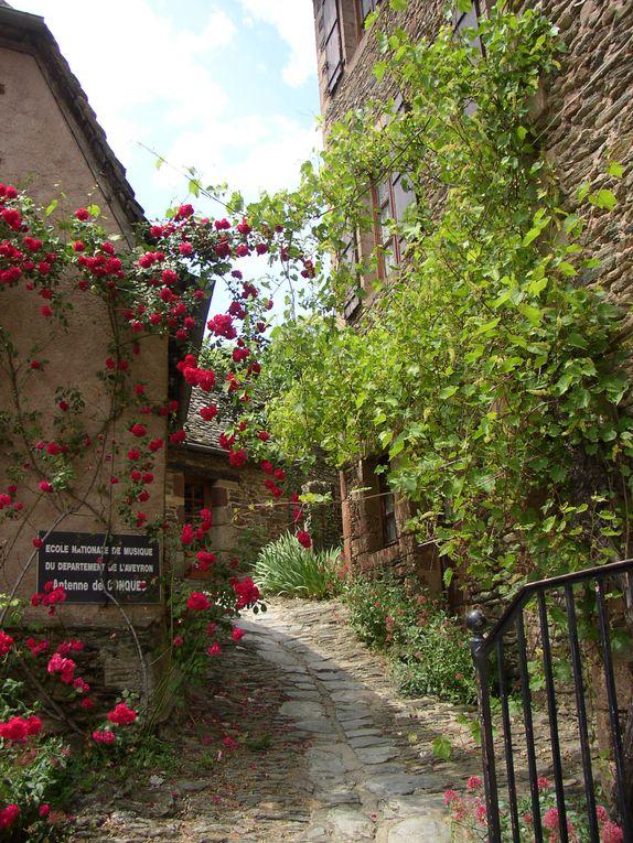 Petit village situé dans l'Aveyron au Nord de Rodez
