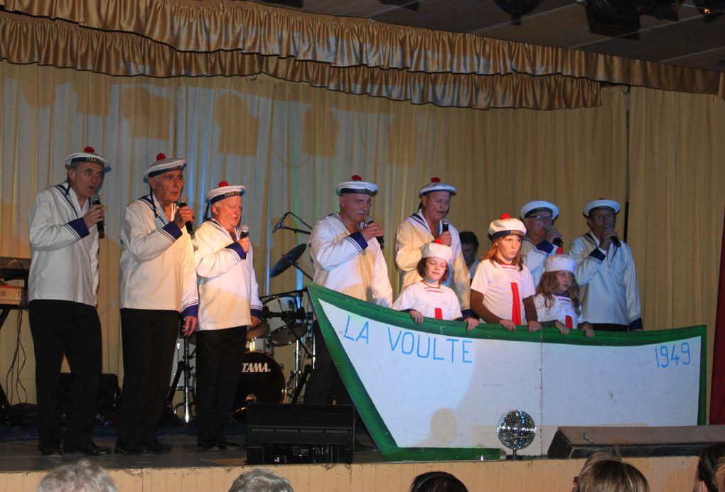 Groupe de chanteurs de La Voulte sur Rhône interprétant des tubes d'hier et d'aujourd'hui
