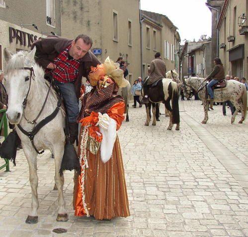 La retraite aux flambeauxVENISE est le thème de cette grande parade 2009 où défilent : le grand BI - les mariés de l'année 2008 aux bras des Maires de Charmes et de St Georges - des penâs - la caverne d'Almi Baba - les école publiques et p