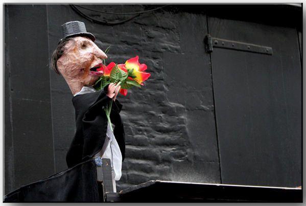 Voici quelques photos prises lors du dernier festival des théâtres de marionnettes qui a eu lieu à Charleville-Mézières en septembre 2006.