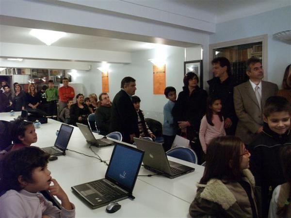 Inauguration du système audiovisuel et informatique de l'Ecole Grecque de Nice Côte d'Azur et Monaco offert par la fondation Niarchos