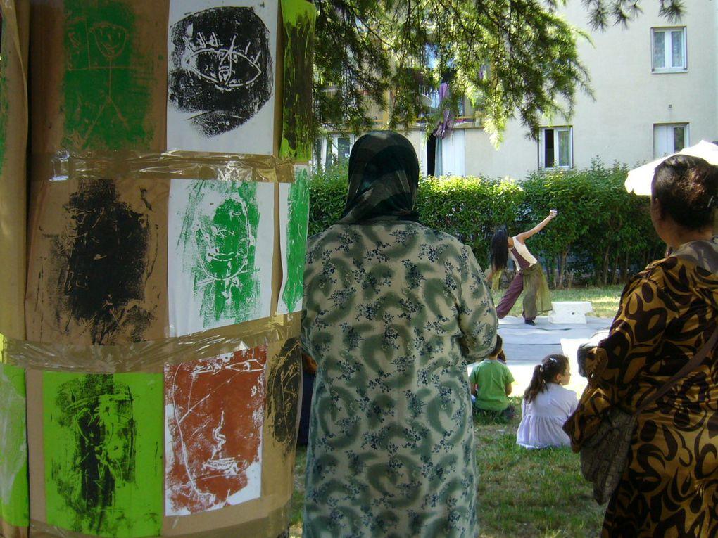 les créations faites lors des ateliers de rue à Valdegour et au Chemin Bas d'Avignon, pour le spectacle de la Cie VOOA.