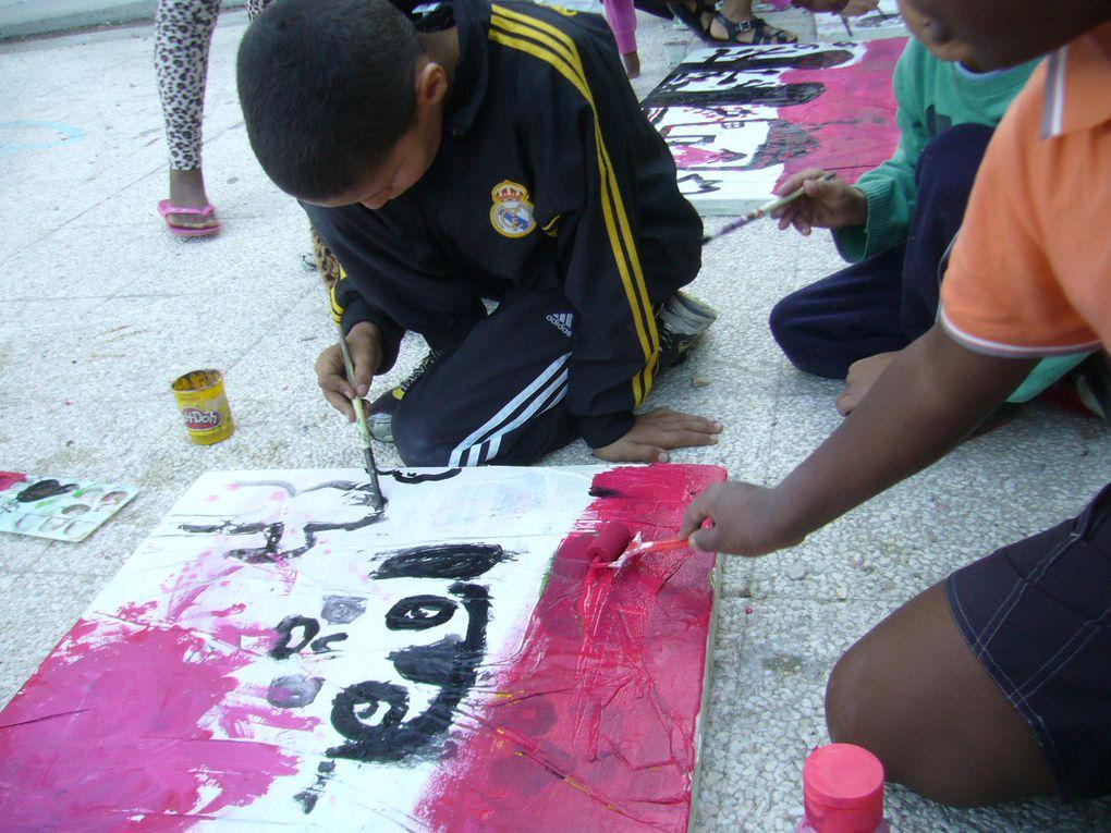 """pour le spectacle danse-musique-peinture """"COULEURS"""" avec l'association VOOA, nous engageons une réflexion sur l'origine et la philosophie des couleurs : ateliers de rue ou intervention artistique en collèges."""
