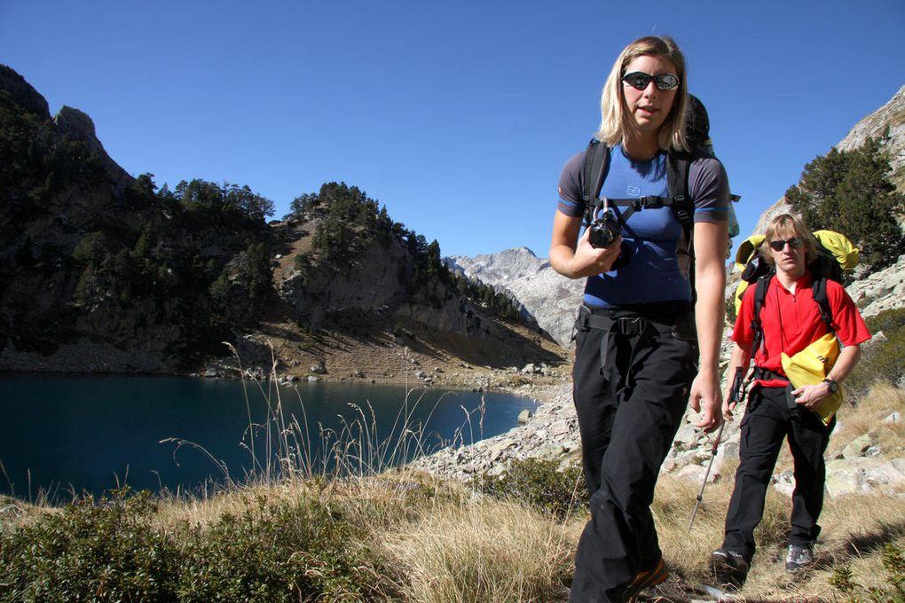 Un début de séjour dans le massif de l'Aneto avec la réalisation de l'Arête des 15 Gendarmes au Pic d'Albe. Puis une fuite devant le mauvais temps qui nous conduira dans les gorges de la Jonte.