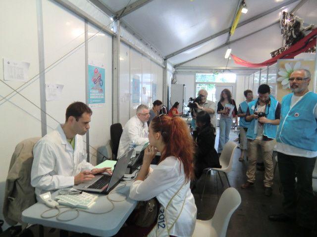 Occasion sans doute unique de m'immerger dans l'ambiance du village dédié aux donneurs de sang lors de la journée mondiale 2012 entre la gare et la tour Montparnasse !