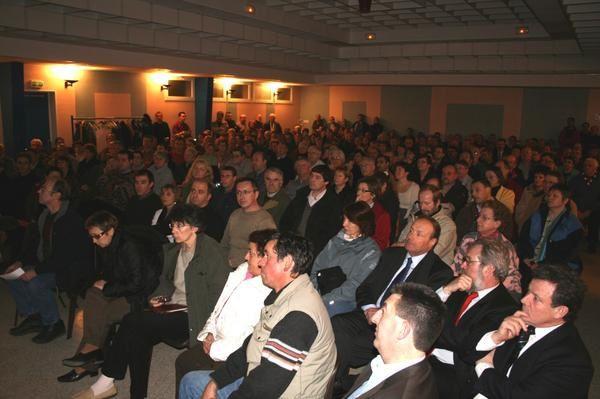 Personne ne cherchant &agrave&#x3B; informer les habitants concern&eacute&#x3B;s par le projet d'autoroute 154, quelques habitants de Garnay ont demand&eacute&#x3B; &agrave&#x3B; l'AVERN de nous aider &agrave&#x3B; organiser une r&eacute&#x3B;union le mardi 20 f&eacute&#x3B;vrier 2007 &agrave&#x3B; la salle des f&ecirc&#x3B;tes de Garnay gracieusement pr&ecirc&#x3B;t&eacute&#x3B;e par les &eacute&#x3B;lus de Garnay.
