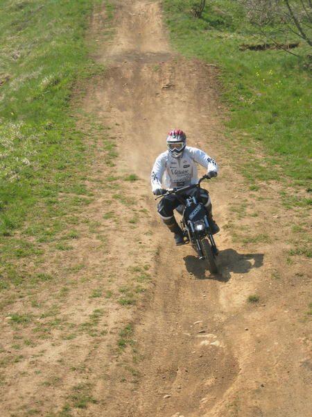 <p>Premiere sortie de notre nouveau maillot SCOTT VALLOIRE Galibier ... mais en Dirt Bike ! Retrouvez le clip de cette journ&eacute&#x3B;e dans notre espace VIDEO !</p><p>Juin 2007, 21 H 14 ... les 4 poouts craquent encore et vla qu'on se fait flash&eacute&#x3B; en sortie de parabollique !</p>