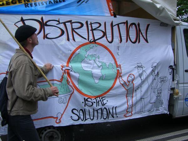"""<br /><br /><br /><span style=""""font-style: italic&#x3B;"""">Pour d'autres photos, sur l'occupation du bombodrome, sur la manifestation du lundi<br />pour la libert&eacute&#x3B; de mouvement et contre les politiques inhumaines envers les <br />migrant-e-s, et sur le bloquage de la porte ouest menant &agrave&#x3B; Heiligendamm, <br />voir le site de coll&egrave&#x3B;gues :</span><br style=""""font-style: italic&#x3B;"""" /><a style=""""font-style: italic&#x3B;"""" href=""""http://lairederien.net/spip.php?rubrique59"""">http://lairederien.net/spip."""