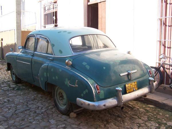 photos de Jean Charles en voyage à Cuba, des américaines bien sûr mais aussi des françaises !! pas toujours facile de prendre des photos dans un car en croisant les voitures... certaines photos vous permettent aussi de voir le paysage