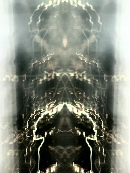 """<h2>PHOTO - MODE - DESSIN DE MODE</h2><p>Crayon de couleur - Aquarelle - Stylo noir 0.5 - 1.0 mm</p><p>Photographie numérique<br>Lights: Série de photos nocturnes, temps d'exposition de 15 sec.<br>Trois photos manipulées en plus des réglages usuels, sont en dernier.Un filtre négatif (2) et une symétrie (1)</p><br>Les titres descriptions sont actuellement indisponible. Bug d'OB<br><a href=""""http://zeporg.over-blog.org/""""  target=""""_blank"""" title=""""Poze est une station d'édition artis"""