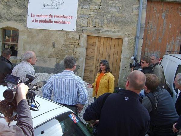 Photos des actions, manifestations et &eacute&#x3B;v&egrave&#x3B;nements de 2007 : visite de Jos&eacute&#x3B; Bov&eacute&#x3B; et de Olivier Besancenot &agrave&#x3B; Bure, manifestation de Strasbourg, tractage place Maginot, &agrave&#x3B; la fac de lettres...
