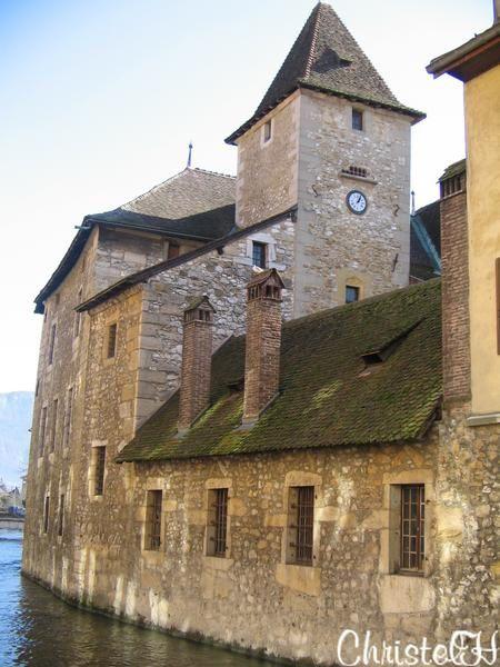 Quelques monuments incontournables d'Annecy ! Rassurez-vous , chacun d'entre eux fera l'objet d'un article plus d&eacute&#x3B;taill&eacute&#x3B; ...