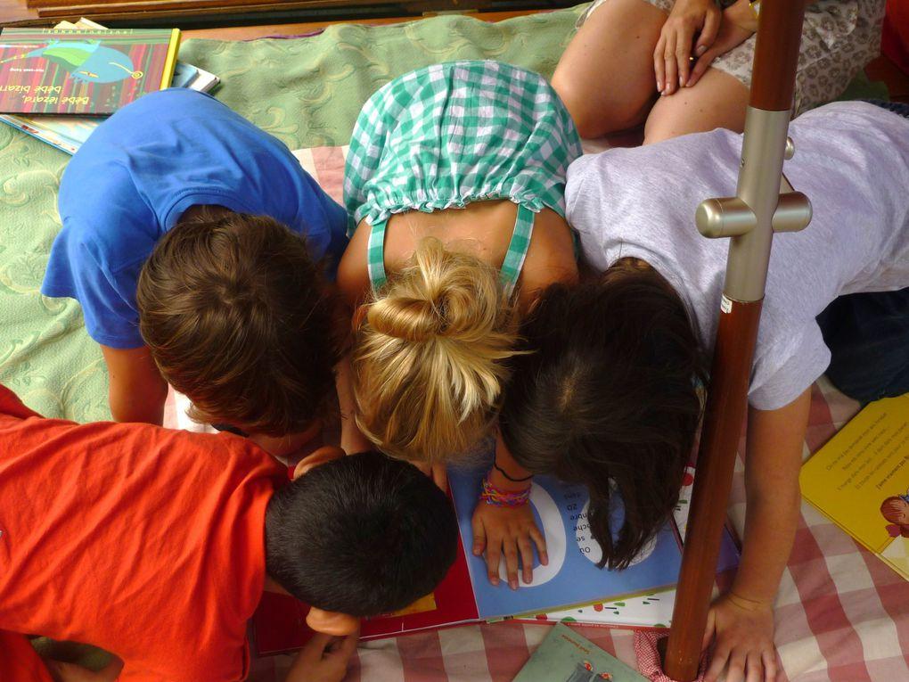 """la """"Charrette à Histoires"""" s'est promenée à la rencontre des enfants dans différents arrondissements de Lyon mais aussi à l'extérieur de la ville avec toujours plus d'albums à son bord."""