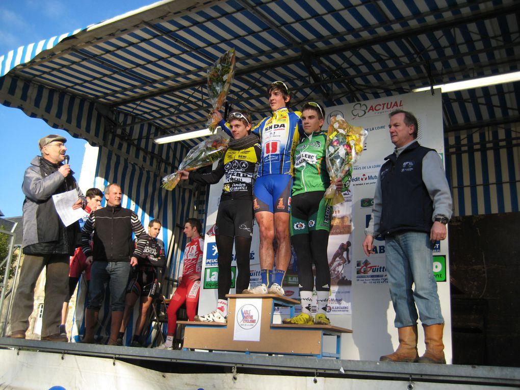 Dimanche 2 janvier 2011 à Sablé sur Sarthe cyclo cross national 72.www.respectsport.fr