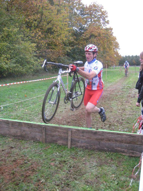 Lundi 1 novembre 2010 à Ecommoy (72) Cyclo-cross. respectsport.fr