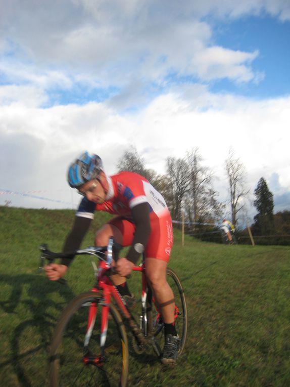Dimanche 7 novembre 2010, le club de Neuillé Pont Pierre organisait son 4ème cyclo cross à Saint Paterne (37).www.respectsport.fr