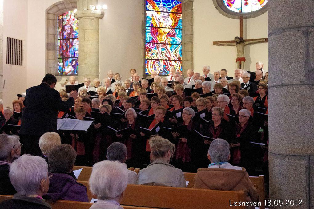 Sous la direction de Monsieur Guy MENUT, les chorales Aux Quatre Vents de Bohars et du Relecq Kerhuon et celle de la Côte des Légendes en concert en l'église de LESNEVEN.