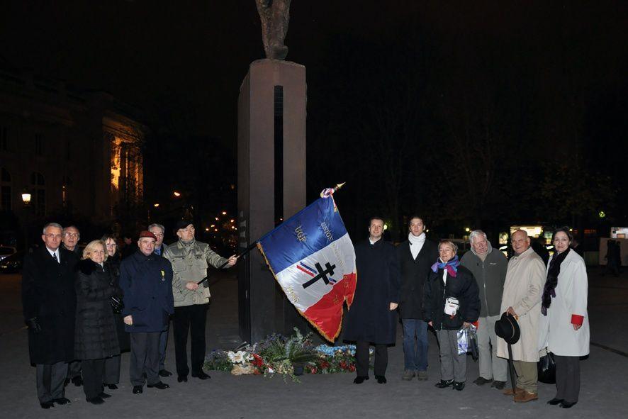Dépôt de gerbe de l'UGF, au pied de la statue du général sur les Champs Elysées, à l'occasion du 120ème anniversaire de sa naissance.(nov.2010)