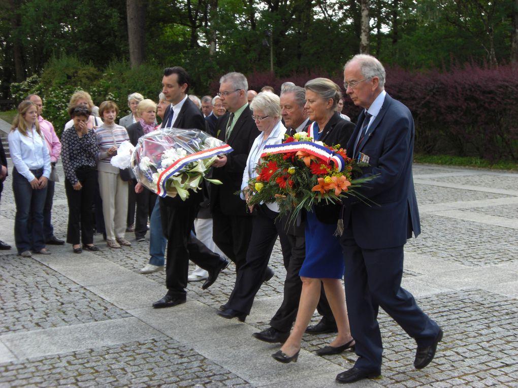L'UGF en pèlerinage à Colombey, le 21 mai 2011. 54 personnes, de la Boisserie à l'église puis du cimetière au Mémorial et enfin, à la croix de Lorraine.