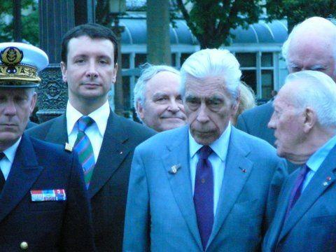 Cérémonie de 2009, à Paris au pied de la statue du général de Gaulle.