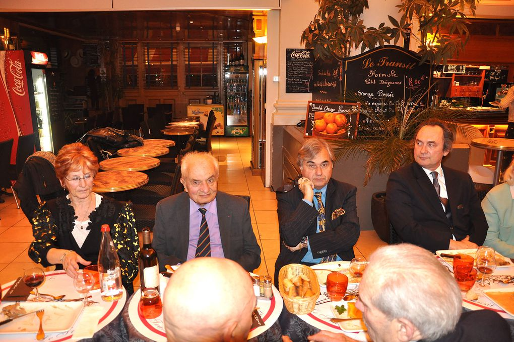 A Paris 75007, dîner amical et patriotique de l'UGF.