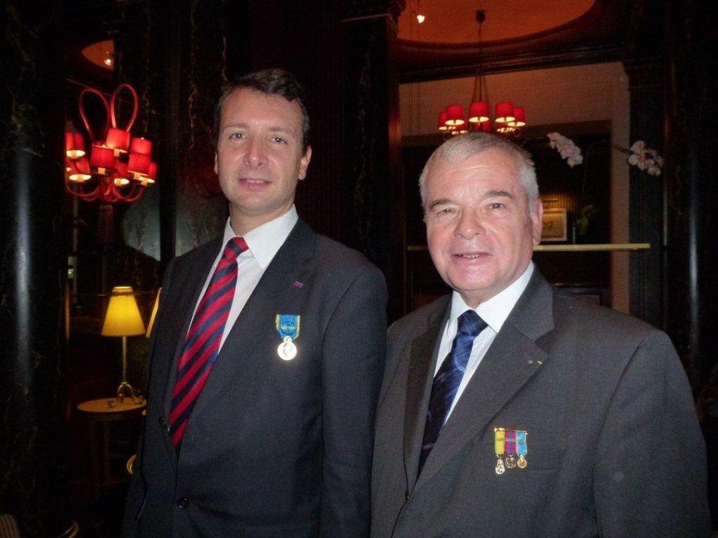 Remise des insignes de Chevalier dans l'Ordre des Palmes Académiques et de la médaille d'Or jeunesse et Sports au Président national de l'Union des Gaullistes de France (UGF).