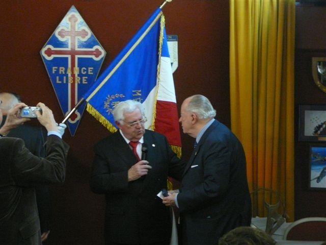 Voeux de l'UGF, à ses partenaires, élus, corps diplomatiques, anciens combattants, présidents d'associations, au siège de la Fondation de la France Libre, le 21 janvier 2011.En clôture galettes des Rois et champagne