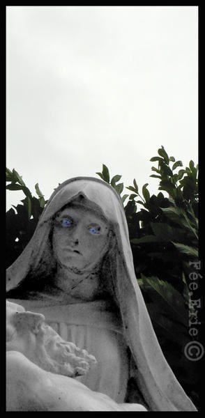Au détour d'une route, on découvre la mystique folie d'un moine qui a reconstitué le chemin de croix...