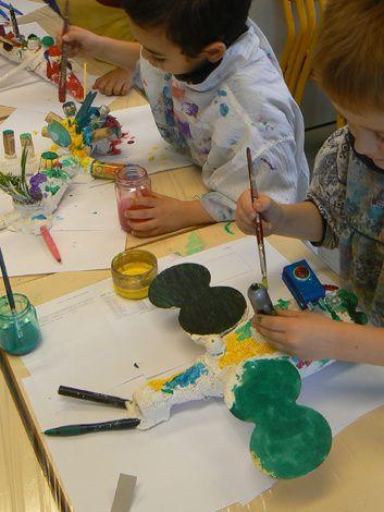 Travail de modelage en plâtre réalisé avec les enfants de maternelle GS de la classe d'Aurélie, école Ernest Renan B à Villeurbanne