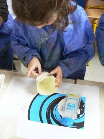 Fabrication en volume de personnages de contes à l'aide d'objets de récupération et de plâtre. Projet réalisé avec des enfants de moyenne et grande section de l'école E.Renan B à Villeurbanne.