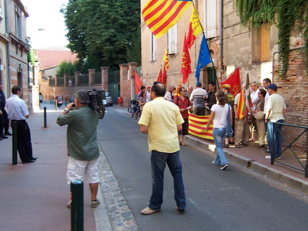 Recampament devant lo consulat d'espanha a Tolosa en solidaritat a la protesta de Barcelona per l'estatut d'autonomia