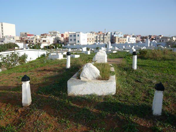 on meurt partout mais on ne finit pas de la même manière (Cimetières de France, Guadeloupe, Maroc, Roumanie,Vietnam)
