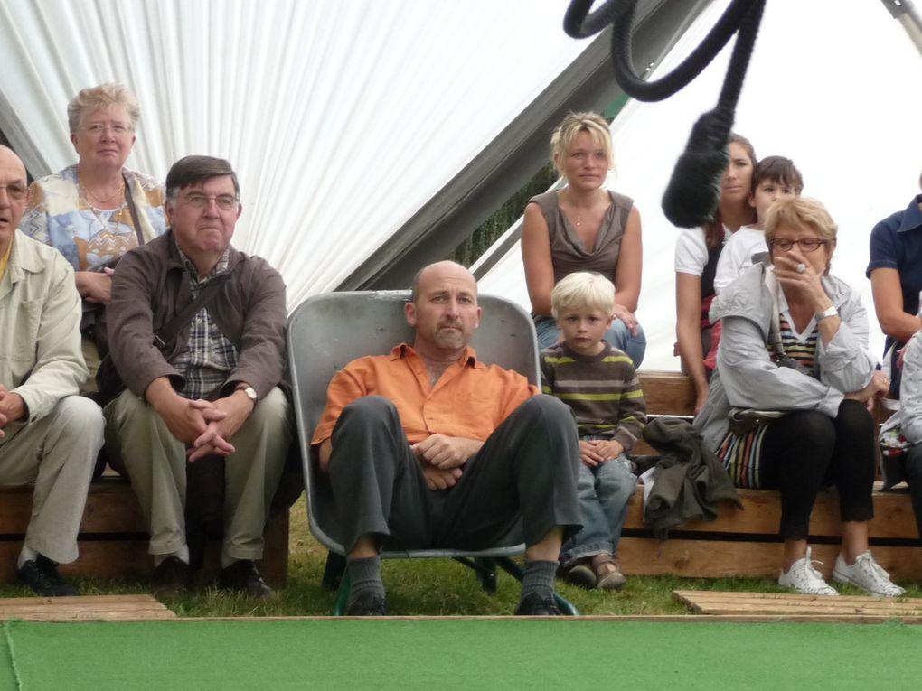 """festival """"jardins en scène""""initié par le comité régional de tourisme dans les jardins de Picardie du25 juin au 4 juillet 2010"""