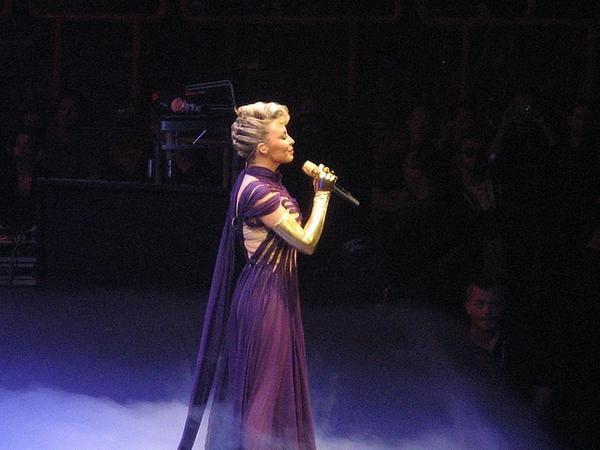 Kylie Minogue à Paris Bercy le 06/05/08