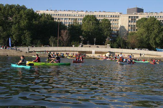 Dans Paris intra muros, nous avons navigué sur la Seine parmi de nombreuses embarcations en tous genres...