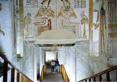 Des images liées aux voyageurs illustres, aux voyages d'autrefois &#x3B; mais aussi à ceux d'aujourd'hui, dont mes propres voyages. Egalement des images constituant des informations pratiques pour un voyage en Egypte.