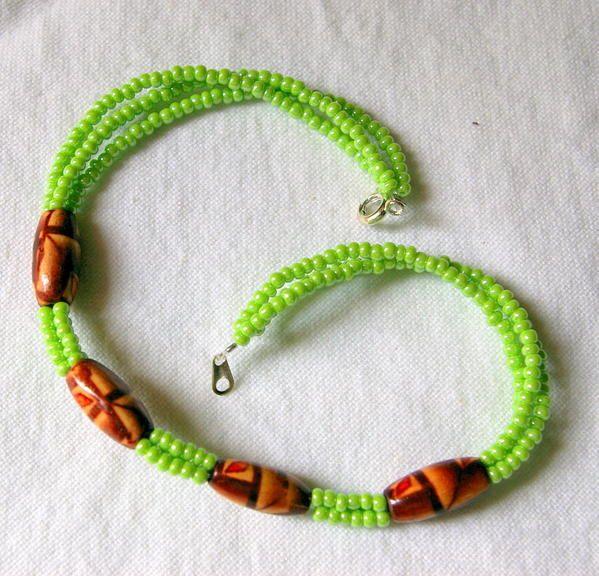 Mes colliers réalisés en perles de rocaille et autres perles.