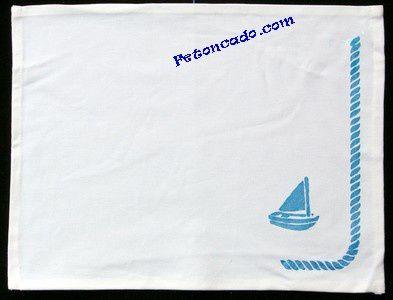 Sac, tee-shirt et autres réalisations en peinture sur tissus.